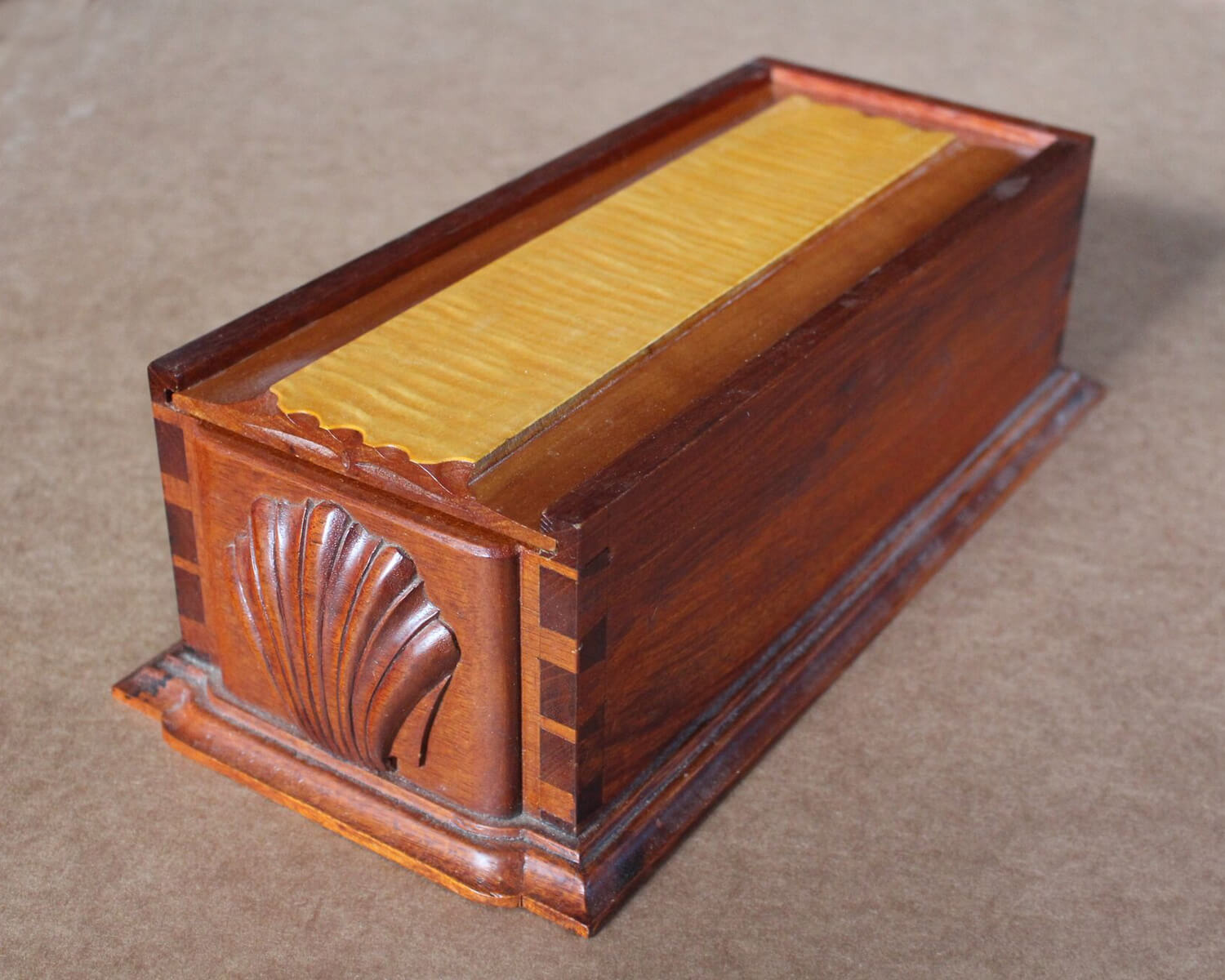 Sliding-lid Box with Shell Lid