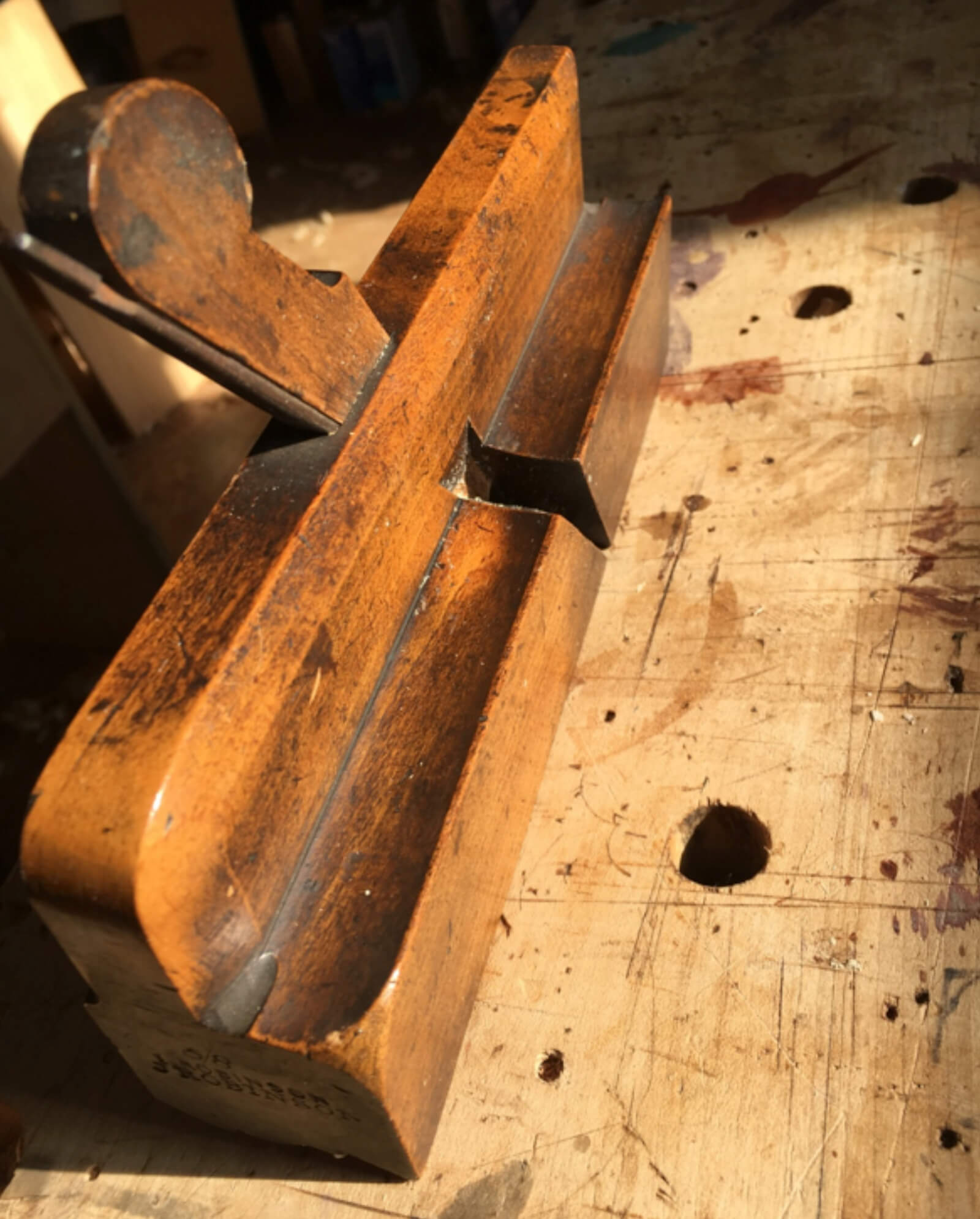 How to hold a molding plane