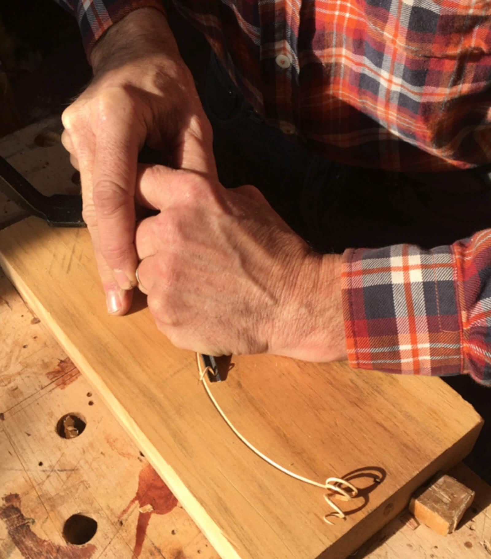 How to hold a carving tool
